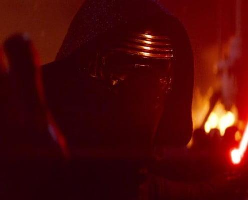 Sith com luz de sabre vermelha