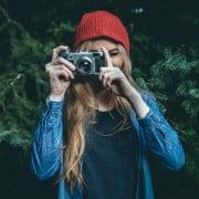 fotógrafa tirando foto