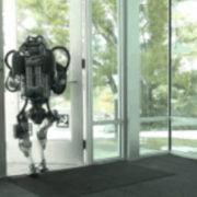robô foge Em busca de Liberdade